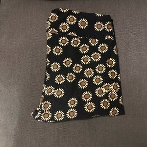 Lularoe T/C Leggings - black w/daisies